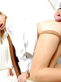 Extremely hot secretary in sheertowaist pantyhose giving vigorous legjob