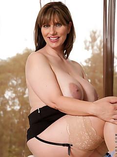 Aniloscom  Freshest mature women on the net featuring Anilos Josephine James breast mature