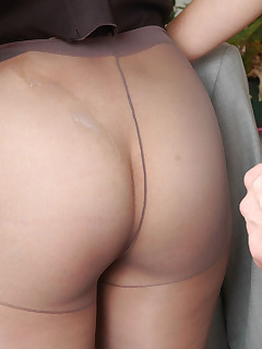 Sweltering secretary in grey pantyhose getting down to breathtaking banging