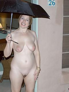 More naked amateur moms