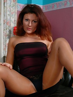 mom in pantyhose pics