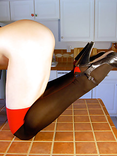 Mature Babe Madison Madness in Foot Fetish in the Kitchen