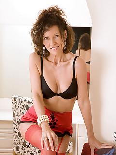 Aniloscom  Freshest mature women on the net featuring Anilos India hot anilos