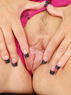 Aniloscom  Freshest mature women on the net featuring Anilos Chennin Blanc office whore