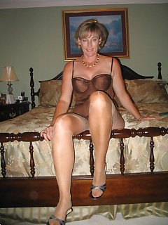 Check out this horny old lady She really know how to treat the cock