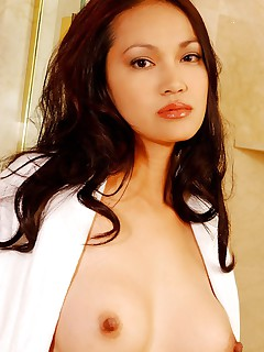 Getting into the shower and getting all soapy and wet Iris Estrada is a true vision to behold