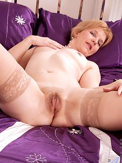 Aniloscom  Freshest mature women on the net featuring Anilos Poppy free anilos