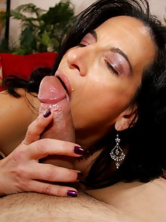 Lonely housewife Melissa Monet hungry for new cock