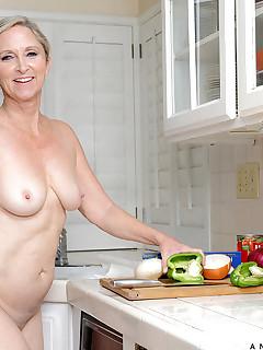 Aniloscom  Freshest mature women on the net featuring Anilos Annabelle Brady mature nude
