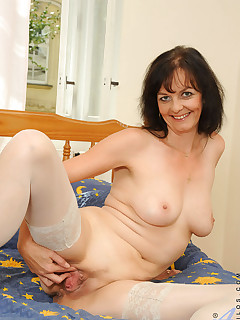 Aniloscom  Freshest mature women on the net featuring Anilos Renie mature swinger