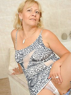 Aniloscom  Freshest mature women on the net featuring Anilos Sara Lynn blonde anilos