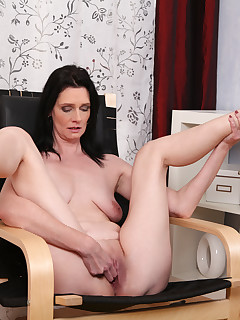 Mature Laura in tight jeans teasing clit