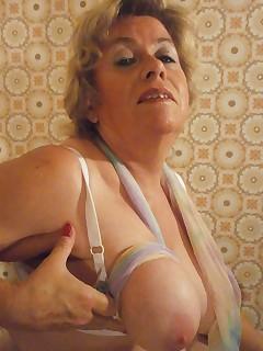 Wie gro meine Titten werdenschne NahaufnahmenDu kannst sie fast schon anfassendiese weichen anschwellenden TittenMagst du sieHow big my boobs will beBeautiful closeupYou can almost touch it these soft swelling titsDo you like it