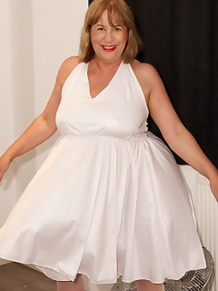 Hi Guys I was over at Claires for a Group Content Share Shoot with The Dirty Doctor who had brought his Big Wind Machine Fan Lexie had bought her White Marilyn Munroe Dress so we all took it in Turns to wear it and have a Pc set doneSpeedybee  xxx