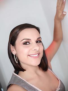 amateur brunette milf sucks dick shaved pussy gets fucked