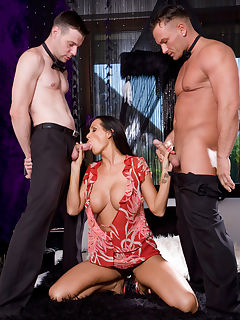 Mandy Bright gets a hot doublepenetration from two cocks