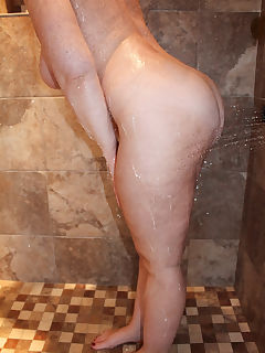 Getting wet in the hot steamy shower! OC 💋
