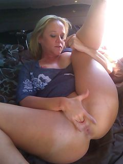 fingering mom pics