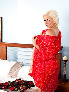 Aniloscom  Freshest mature women on the net featuring Anilos Rebecca mature mom