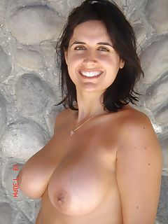 Wife with huge tits posing naked in Bali