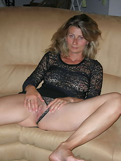 Sandrine naked and bending over while she sucks cock