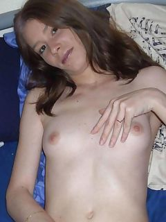 Slutty amateur wife posing naked on the bed