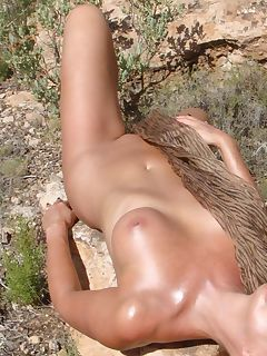 Wild housewife posing in the nude outdoors
