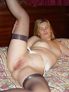 Wild wife loves to spread her legs