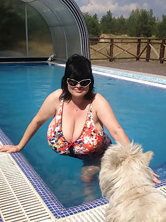 massive milf playing in the pool album in comments