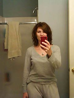 housewife goes crazy with selfies 45 pics