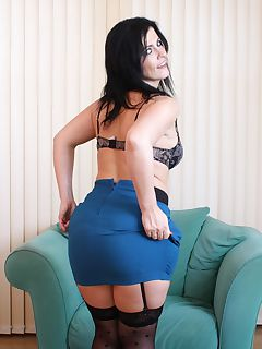 curvy mature strips to her skirt