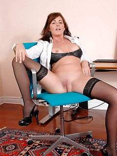Aniloscom  Freshest mature women on the net featuring Anilos Bella Roxxx gallery anilos
