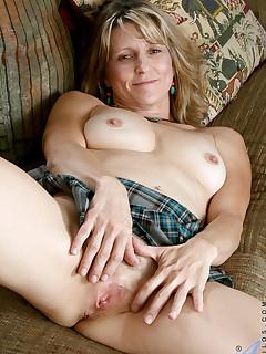 Aniloscom  Freshest mature women on the net featuring Anilos Berkley free gallery mature