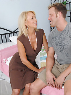 Aniloscom  Freshest mature women on the net featuring Anilos Erica Lauren fucking mature
