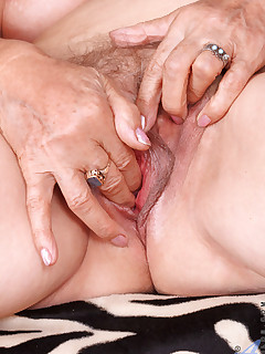 Aniloscom  Freshest mature women on the net featuring Anilos Betty anilos pussy