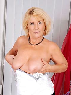 Aniloscom  Freshest mature women on the net featuring Anilos Regie milf pussy