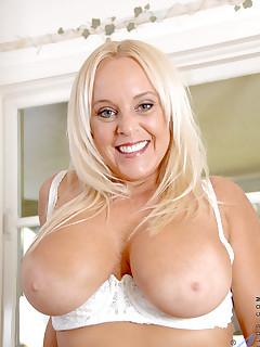 Aniloscom  Freshest mature women on the net featuring Anilos Alexis Golden milf porn