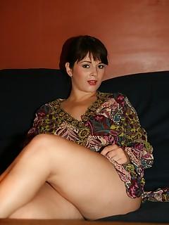 brunette mom pics