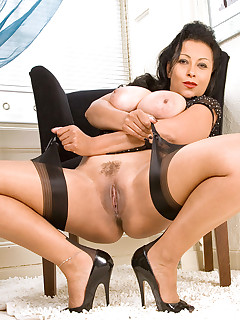 Aniloscom  Freshest mature women on the net featuring Anilos Donna anilos sluts