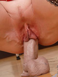 Aniloscom  Freshest mature women on the net featuring Anilos Jane milf nude