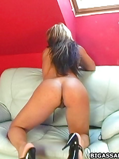 this much ass!