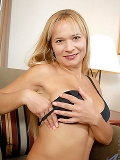 Aniloscom  Freshest mature women on the net featuring Anilos Viktoria sexy milf