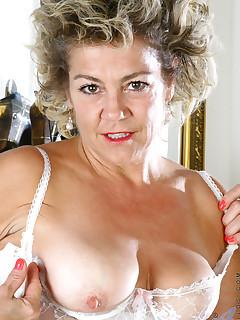 Aniloscom  Freshest mature women on the net featuring Anilos Vanessa naked milf