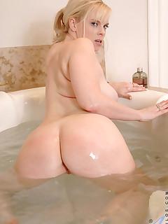 Aniloscom  Freshest mature women on the net featuring Anilos Cameron Keys milf list