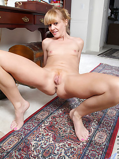 Aniloscom  Freshest mature women on the net featuring Anilos Josie naked milf